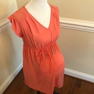 Liz Lange maternity sleeveless top